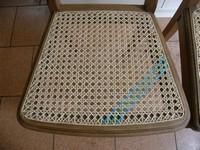 Chaise cannée en canne de rotin et ruban