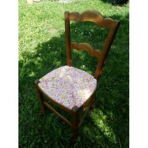 Chaise en paille enrobée de tissu pimpante
