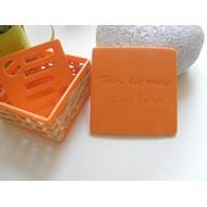 Boîte à savon orange - Faire des ronds dans l`eau