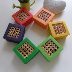 Boîtes à savon cannées à base carrée - Les couleurs