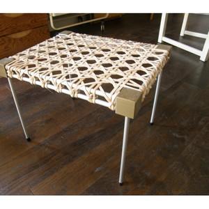 Table-basse - cannage de cuir - structure imprimante 3D et tubes d`aluminium